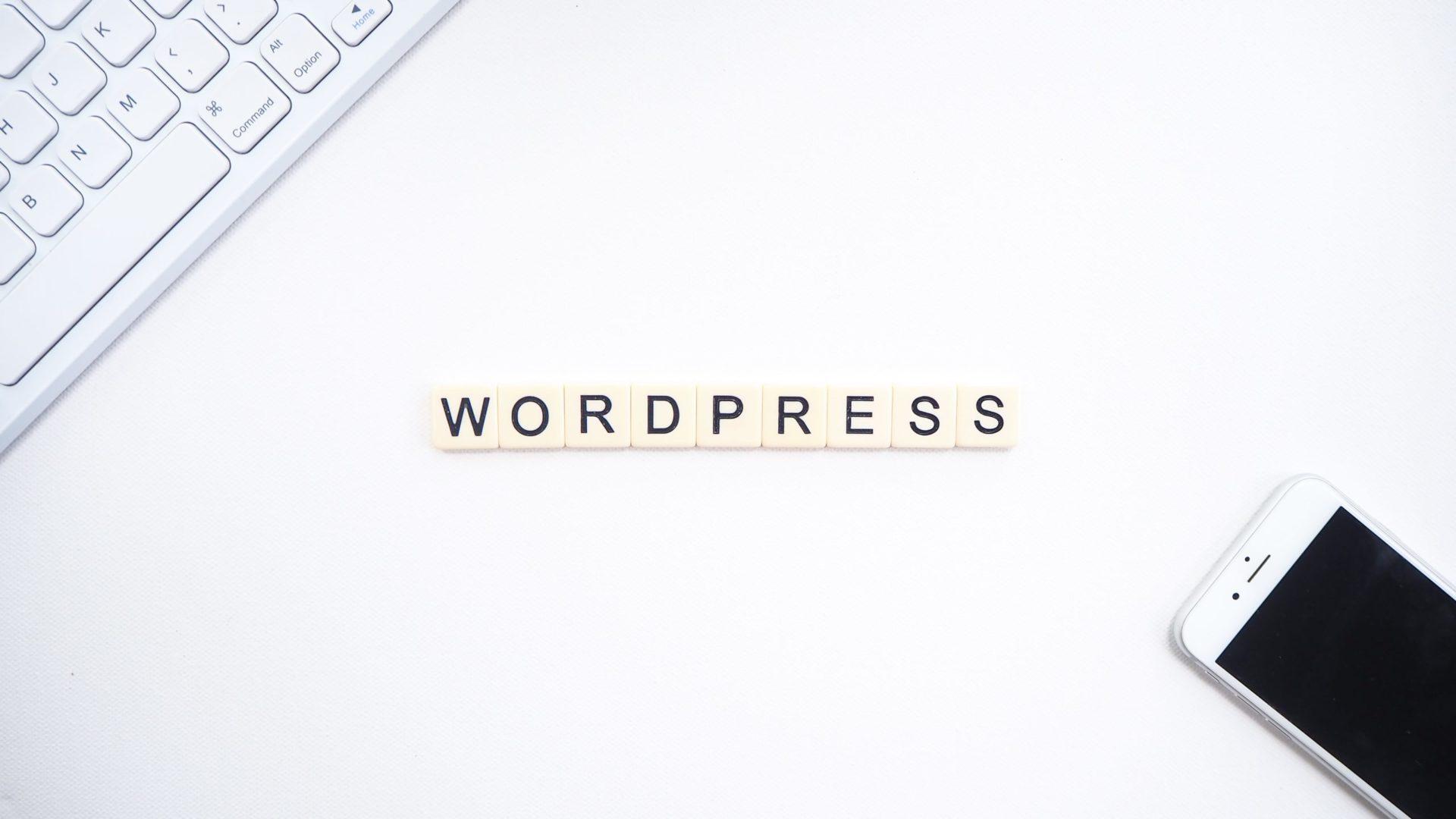 Wordpress écrit avec des lettres du scrabble